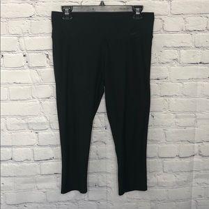 Black Nike Dri-Fit crop leggings